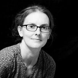 Lektorat und Korrekturlesen für wissenschaftliche Arbeiten von Regina Wenninger (Portraitbild)