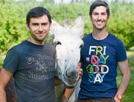 Christophe et Olivier vous accueillent pendant votre séjour à la ferme des Ânes de Vassivière
