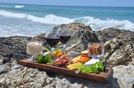 un plateau de bonnes choses à déguster par le Domaine J'y Crois vignerons bio