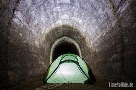 Neuseeland - Motorrad - Reise - Westküste - Camping in einem alten Eisenbahntunnel