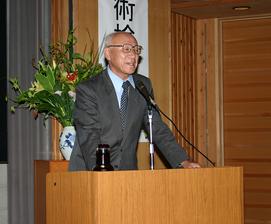 特別講演をされる多賀谷宏三先生