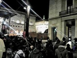 Solidaritetsdemonstration foran politi- stationen i Madrid-forstaden Moratalaz