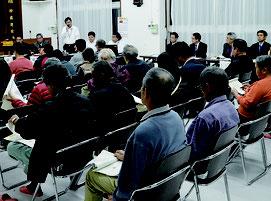 ごみ処理施設に関する地域住民説明会が開かれた=14日夜、名蔵公民館