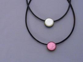 安達綾子「色箔ネックレス」