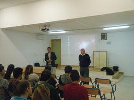 Émile Navarro y el presentador/profesor Miguel Heras