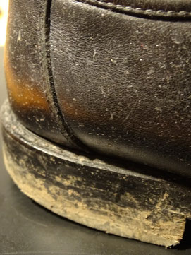 Dieser Schuh hat schon lange keine Bürste mehr gesehen. Photo: Men's Individual Fashion.