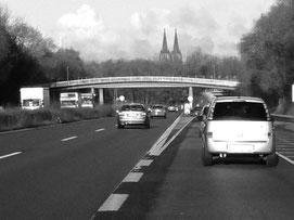 Auf ihrer Flucht kommen die beiden jungen Sarden nach Köln (Foto: Ulf Kartte).