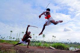 Practicantes de Kalaripayattu en Kerala. Foto (CC): Phil Bus/ Flickr