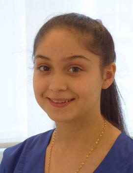 Gabriella Hasani, Auszubildende in der Zahnarztpraxis Dr. Karl-Heinz Huthmacher, Dr. Sabine Püttmann-Isfort, Marl