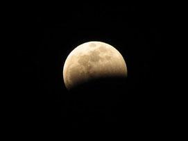 4月4日の皆既月食で何とか撮影できました!