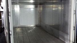 冷蔵コンテナ内部。壁は冷蔵庫そのまま。