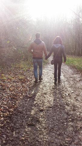 Spazieren gehen im Wald