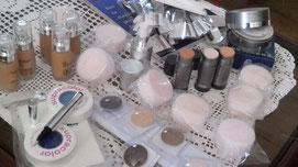 Makeup, Schwämmchen, Pinsel und Puder