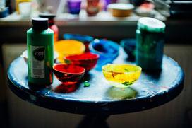 Privatkurse-Kunsttherapeutische Maßnahmen-im-Atelier-Stärkung-des-Selbstbewußtsein-Work-Life-Balance-Ruhe-finden-in-der-Malerei-