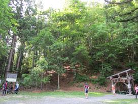 三石神社を出て30km/hで快走後、大塩天然炭酸水炭水場に到着。天然の優しいシュワシュワが珍しくて美味しかった!