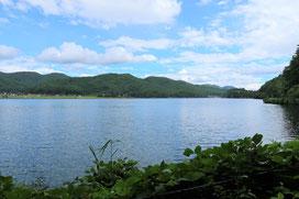 アニメ「ろんぐらいだぁす!」のあづみのオータムライド編で登場する木崎湖です!雲も晴れて爽快です(*´▽`*)