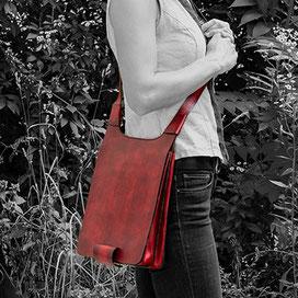 Tasche als Umhängetasche getragen