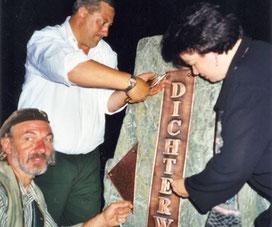 Hinweis-Stein, 2000