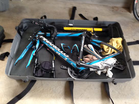 自転車の分解は大変。ハワイで自転車を預けて保管します。