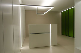 Empfangspult mit integrierter Beleuchtung