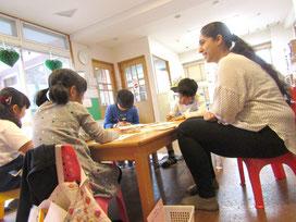 こどものための英会話教室ローリー・イングリッシュ・クラブ:小学低学年クラスの様子