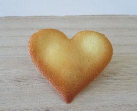 Gebackene Hippe, hergestellt mit einer Schablone, Motiv Herz