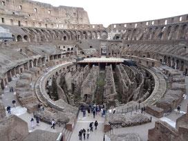 Im Inneren des Kolosseums in Rom