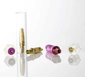 Verschiedenfarbige Implantate: © Pola&Helena - Fotolia.com