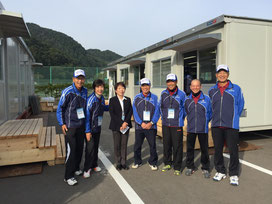ロングの審判委員とSCUのメンバー他、SCU講師の田中先生(中央)を囲んで