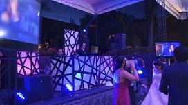 Montaje de dj para para bodas KLS, con pantallas de 58 pulgadas