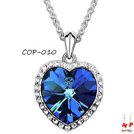 Collier à pendentif coeur bleu serti de strass