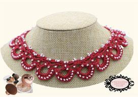 une jolie idée de cadeau de Noël féminine, élégante: le tour de cou Maya rose foncé crocheté à la main pare de beauté toutes vos tenues