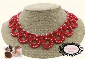 tour de cou Maya rouge crocheté à la main, une jolie idée de cadeau de noel toute en féminité et élégance