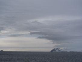 In der Antarktis gibt es viele Blau, Grau und Weißtöne!