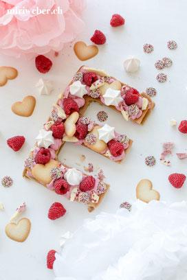 number cake, letter cake, alphabet cake, buchstaben kuchen, zahlen kuchen, trendtorte 2018, gesundes rezept, foodstyling schweiz, schweizer foodblog