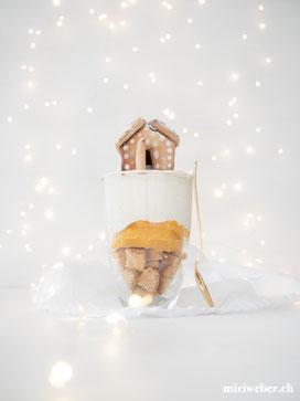 Dessert Weihnachten, Rezept, Weihnachten, Dessert im Glas, Lebkuchen, Tiramisu, Orangen, Food, Fotografie, Foodstyling, Lebkuchen Haus, Mini Lebkuchen Haus, Inspiration, Gäste verwöhnen, Foodblog Schweiz, Foodstyling Schweiz, Foodfotografie Schweiz
