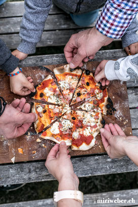 outdooroven, pizza ofen, holz ofen, garten, outdoor cooking, städler, staedler made, pieter städler, kickstarter, kleiner pizza ofen, holzofen pizza