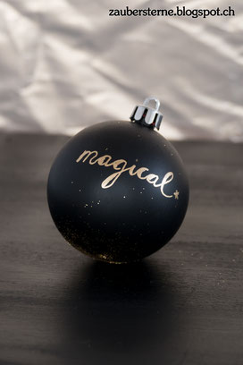Chalkboardkugel, Weihnachtskugel selber machen, Weihnachtskugel anmalen, lettering auf Weihnachtskugel, Kreativblog Schweiz