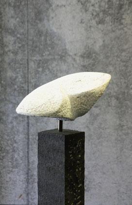 Peccia Marmor auf Basaltsäule
