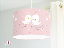 Lampe für Babyzimmer mit kleinen Vögeln in Weiß auf Altrosa aus Bio-Baumwolle - alle Farben möglich
