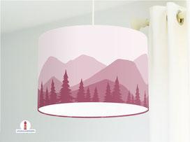Lampe für Kinderzimmer mit Bergen und Bäumen in Altrosa aus Bio-Baumwollstoff - alle Farben möglich
