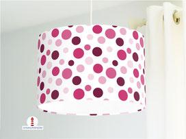 Lampenschirm für Mädchen und Kinderzimmer mit großen Punkten in Beere aus Bio-Baumwollstoff