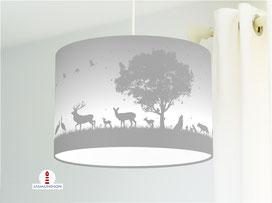 Lampe für Kinderzimmer mit Waldtieren in hellem Grau aus Baumwollstoff - alle Farben möglich