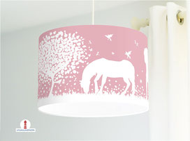 Lampe fürs Kinderzimmer und Mädchen mit Pferden in Altrosa aus Baumwolle