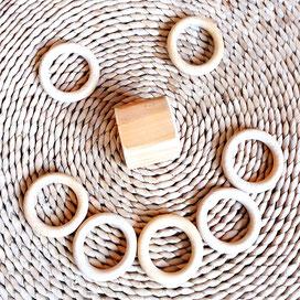 Kreativmaterial Bausteine Legematerial Natur; Baustein und Ring zu Smily geformt
