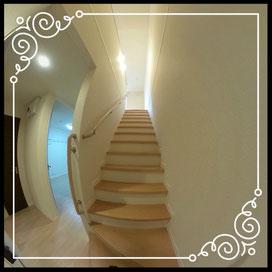 階段①↓360°画像によるバーチャル内覧はこちら。↓ANIMATO102号室