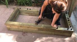 Woodblocx, jardinière monté par la Youtubeuse-Chroniqueuse Caroline Munoz