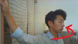 肩こりで上を向けない奈良県大和高田市の男性