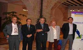 Los Presidentes de las asociaciones que han creado la FEFAD. De Izda. a Dcha.: D. Salvador Domínguez (ADESEPA), D. Manuel Jaime (INTER-SOS), D. Cayetano Jiménez (AFADECAM), Dña. María Pilar Arjona (REENCUENTRO), D. Luís Duró (A.D.A.)