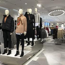 Progetto di architerrua e di interni di un negozio H&M.